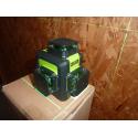 Niveau laser auto-nivelant 3 lignes vertes.
